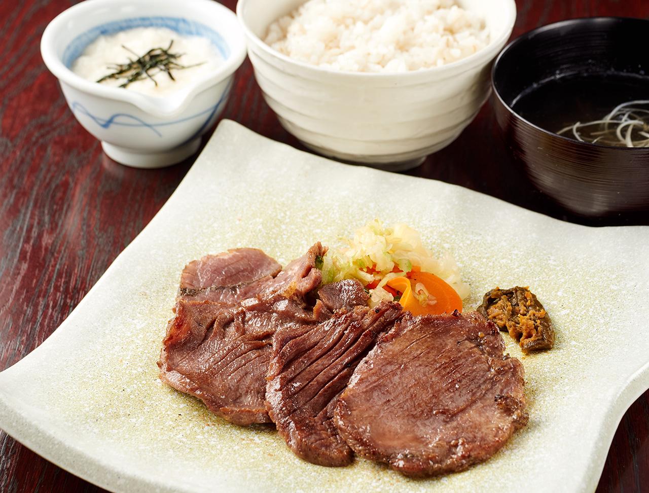 牛紋牛タン定食